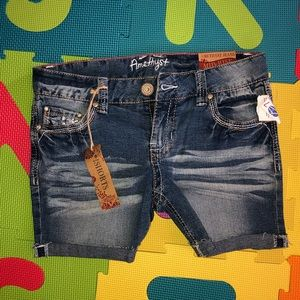 NWT Amethyst mid rise shorts size 7